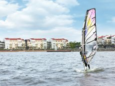 Wind surfing De Eemhof Zeewolde Center Parcs