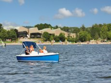 Electric boat Park Bostalsee Sankt Wendel Center Parcs
