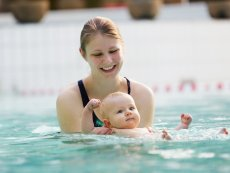 Babyschwimmen Villages Nature® Paris Marne La Vallée Center Parcs