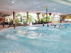 Wave pool Limburgse Peel America Center Parcs