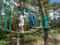 Kids High Adventure (outdoor) Le Bois aux Daims Poitiers Center Parcs