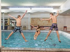 Swimming for teens Les Bois-Francs Verneuil sur Avre Center Parcs