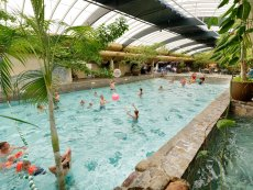 Wave pool Het Meerdal America Center Parcs