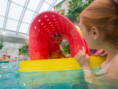 Baby swimming Le Bois aux Daims Poitiers Center Parcs