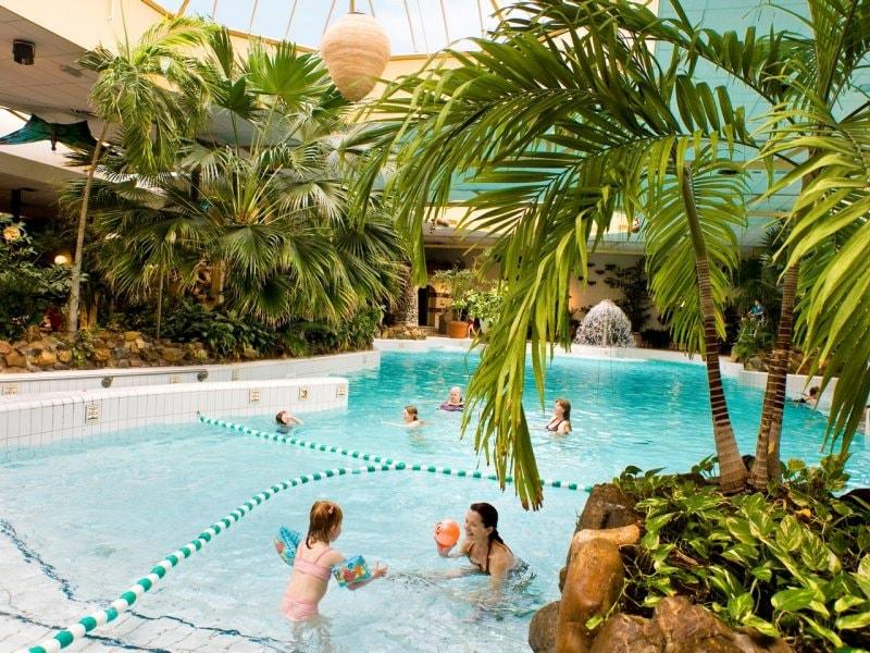 Vakantiepark limburgse peel america center parcs for Zwembad belgie
